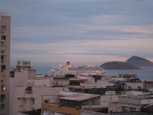 Apto. de ultimo andar c/ vista livre ( sol amanhã, mar, livre, super arejado, silencioso )