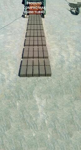 Maquina de bloco de concreto Poedeira Compaq Mak JF6000 Turbo - Foto 5