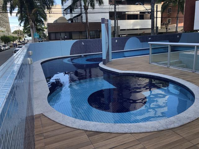 Apartamento com 4 suítes +gabinete + lavabo a 50 metros da praia - Foto 8