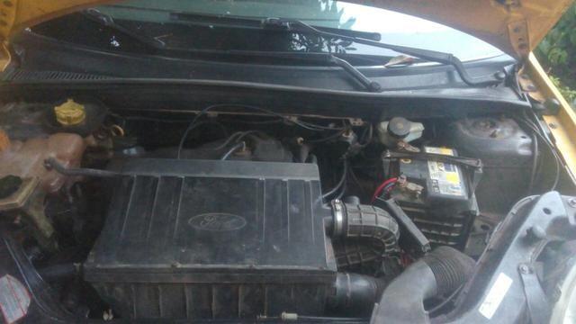 Fiesta sedan 1.6 Zetec Rocam 7.000 - Foto 3