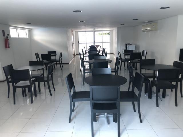 Apartamento com 4 suítes +gabinete + lavabo a 50 metros da praia - Foto 3