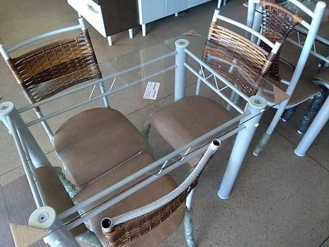 Mesa cleo com 4 cadeiras * * * *