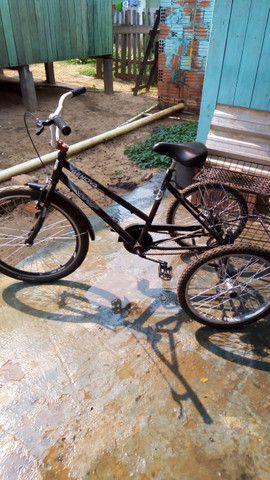 Vende-se uma bicicleta triciclo no bairro Belo Jardim próximo o centro! - Foto 2