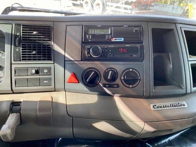Caminhão vw 24280 6x2 ano: 2014 único dono  - Foto 6