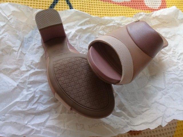 Sapato em courino tamanho 34 - Foto 3