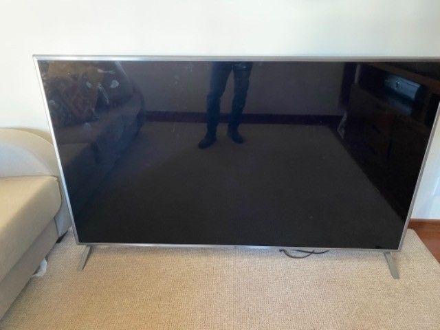 TV LG 75 com display quebrado