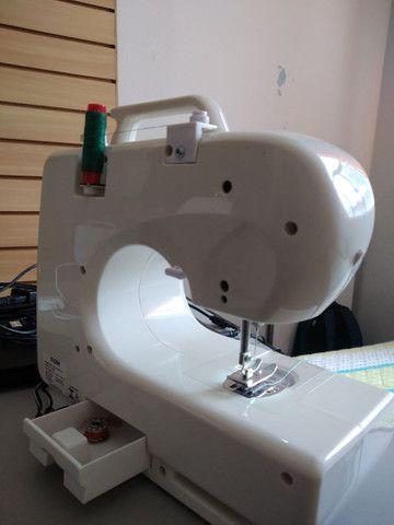 Vendo máquina de costura Elgin semi nova - Foto 4