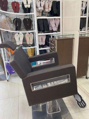 Aluga-se Cadeira de cabeleireiro e Mesa de porcelanista  - Foto 2