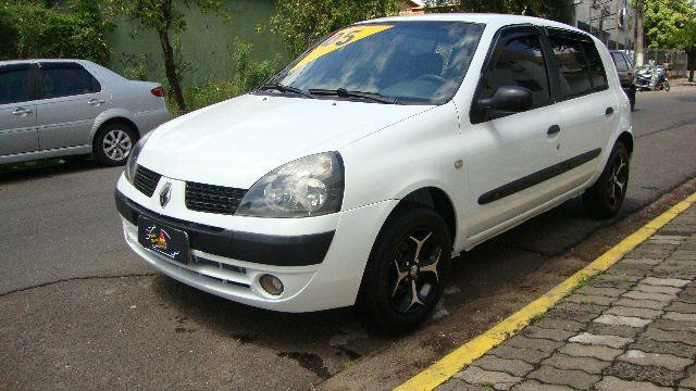 Renault Clio / 4P / Com ar!