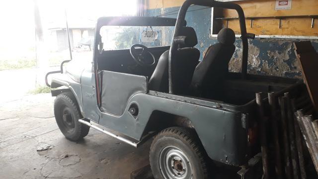 Jeep vende cinza