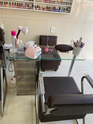 Aluga-se Cadeira de cabeleireiro e Mesa de porcelanista  - Foto 4