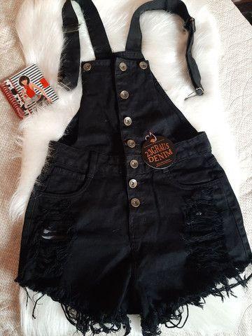 Jardineira jeans preta. Só tamanhos 36/38/40/44. - Foto 3