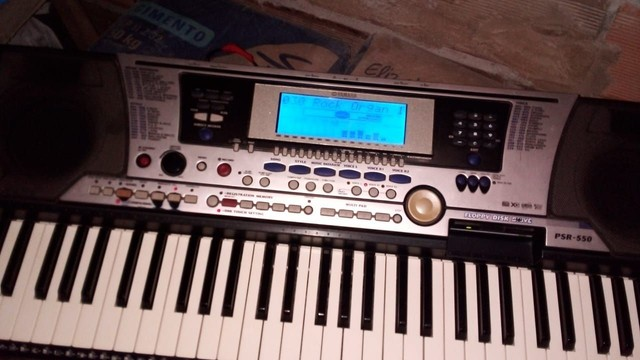 Teclado Yamaha PSR 550 - Foto 2