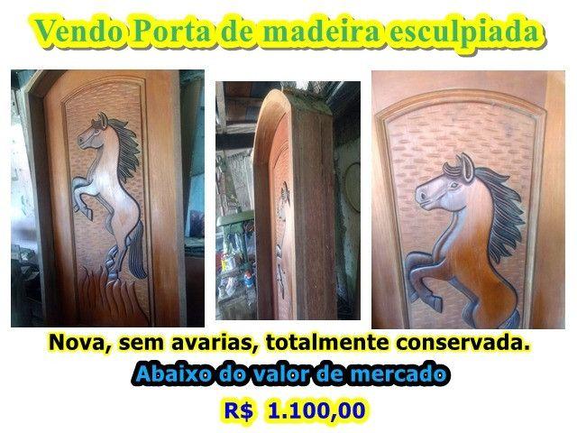 Porta de madeira esculpia