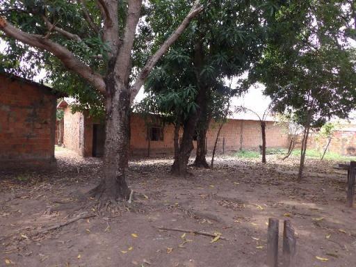 Terreno com 2 casas e ponto comercial