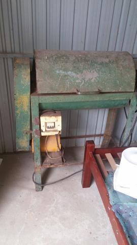 Maquina de amassar ferro