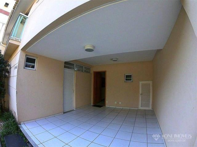 Casa duplex com 4 dormitórios, sol da manhã, lazer com churrasqueira e quintal, 3 vagas de - Foto 7