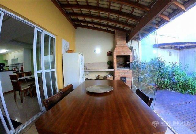 Casa duplex com 4 dormitórios, sol da manhã, lazer com churrasqueira e quintal, 3 vagas de - Foto 17