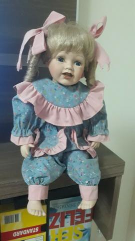 Boneca meu bebe em porcelana para efeito decorativo