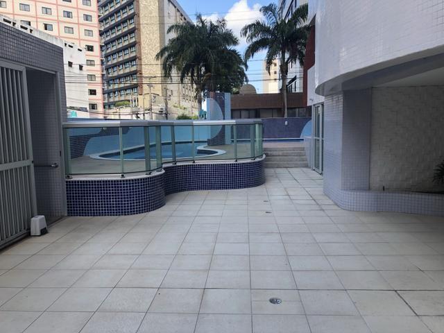 Apartamento com 4 suítes +gabinete + lavabo a 50 metros da praia - Foto 2