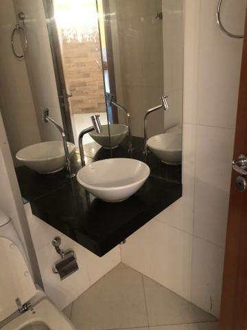 Apartamento com 4 suítes +gabinete + lavabo a 50 metros da praia - Foto 12