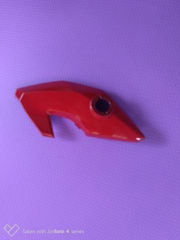 Carenagem lateral esquerda do farol ,bananinha fan 160 vermelha original Honda - Foto 4