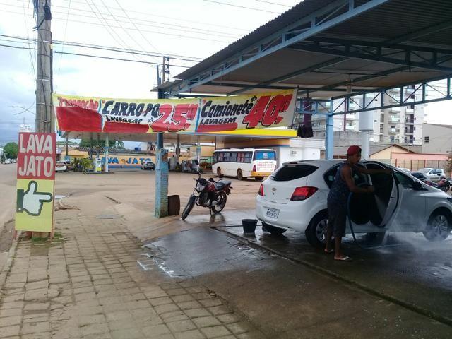 Serviços de limpeza em automóveis