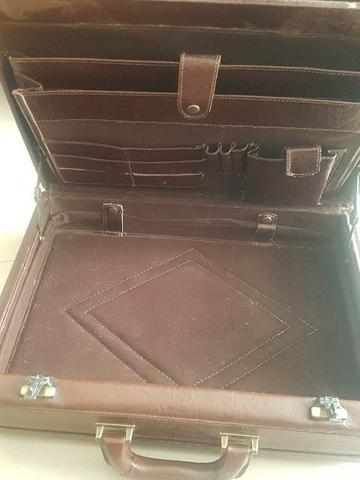 Maleta couro notebook com segredo  - Foto 6