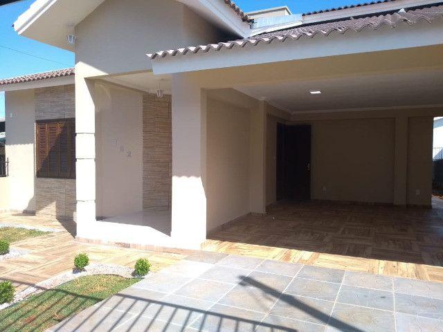 Excelente casa com 03 quartos, 02 vagas de garagem em Santa Rosa-RS - Foto 8