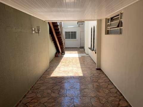 Aluga-se casa direto com o proprietário e com excelente localização!! - Foto 2