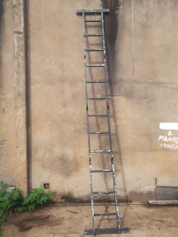 Vendo escada multifuncional de 4 metros - Foto 4