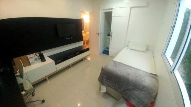 Casa de condominio com 4 suites e segurança 24 horas, bem localizada - Foto 2