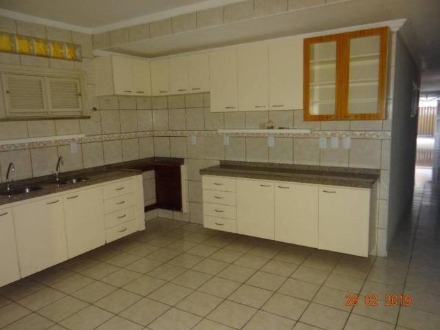 CA1841 Vendo ou Alugo, casa duplex com 5 quartos, 8 vagas de garagem, Cambeba - Foto 2