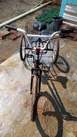 Vende-se uma bicicleta triciclo no bairro Belo Jardim próximo o centro!