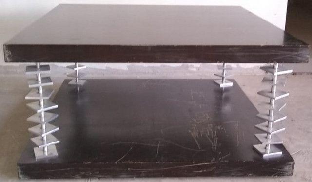 Mesa de centro em imbuia com anéis em aço escovado - Foto 3