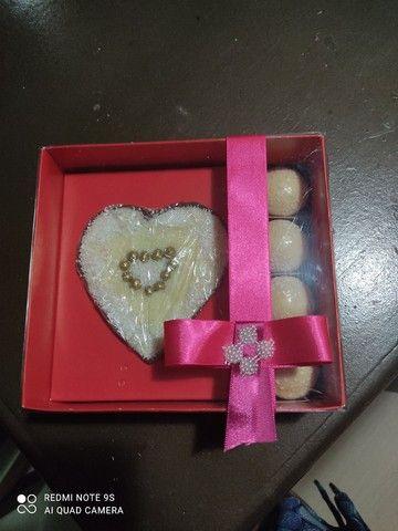 Buquê, caixas frases, cesto coração, caixa recheada. - Foto 6
