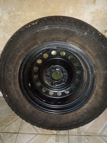 Vendo pneu com calha