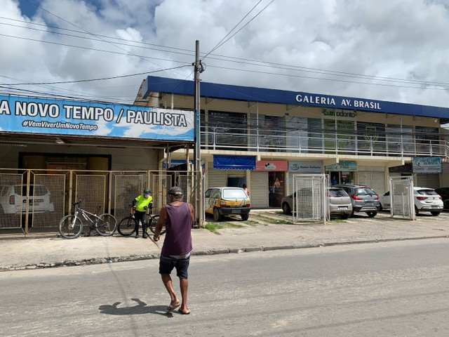 Alugo Apartamento-Av. Brasil- Vizinho ao Mercadinho Poupe Bem   - Foto 3