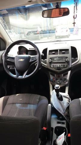 Vendo Chevrolet Sonic em ótimo estado whats - Foto 2
