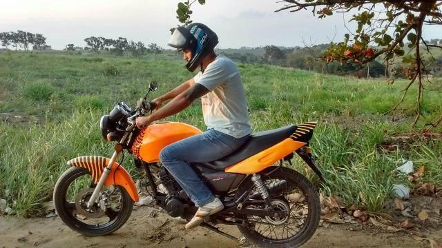 Troco moto 150 em biz ou em outra