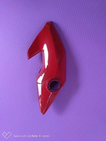 Carenagem lateral esquerda do farol ,bananinha fan 160 vermelha original Honda - Foto 2