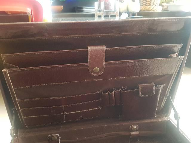 Maleta couro notebook com segredo  - Foto 4