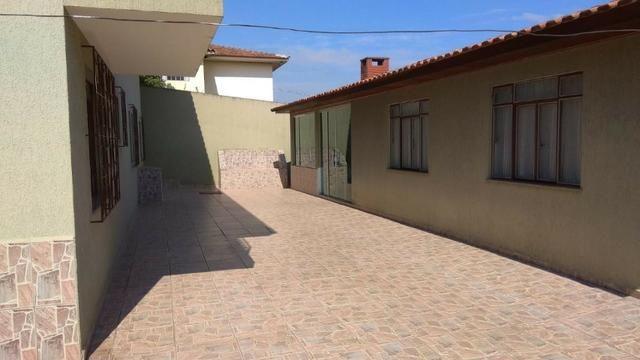 Ótima residência c/ 04 quartos, amplo terreno e salão de festas em Uvaranas !!! - Foto 12