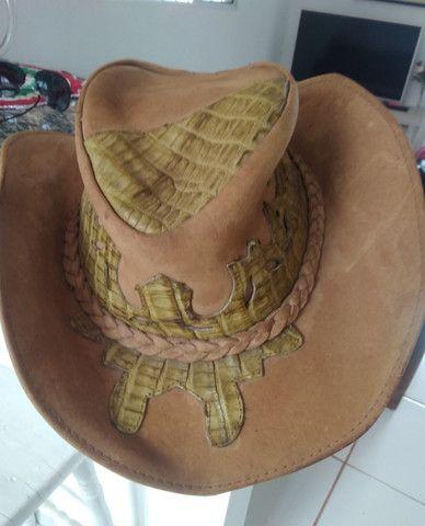 Chapéu de Couro Legítimo - Detalhes em couro de jacaré - Tamanho médio - Foto 4