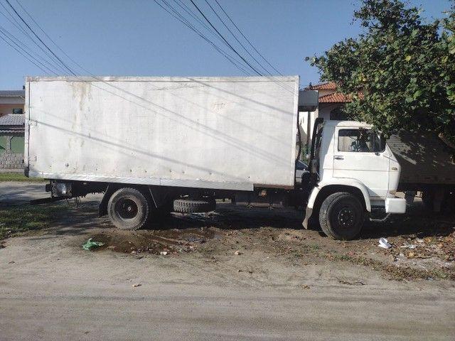 Caminhão 12140 baú refrigerado