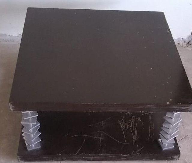 Mesa de centro em imbuia com anéis em aço escovado - Foto 2