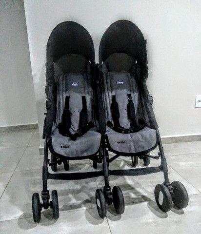 Carrinho de Bebê Gemelar Chicco - Foto 2
