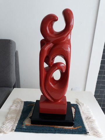 Escultura Sofisticada em Ceramica