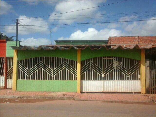 Vendo ou alugo Casa na Amadeu Barbosa