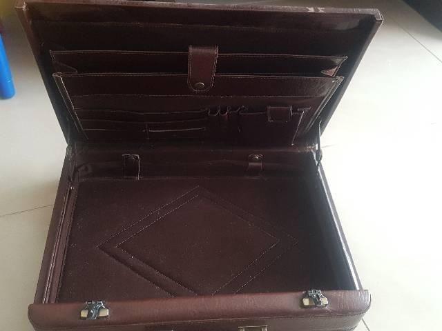 Maleta couro notebook com segredo  - Foto 2